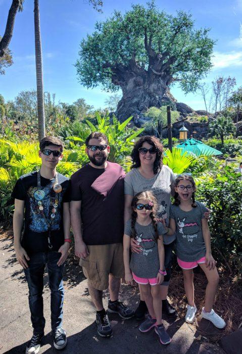 Ник Браун с женой Кэсси и детьми