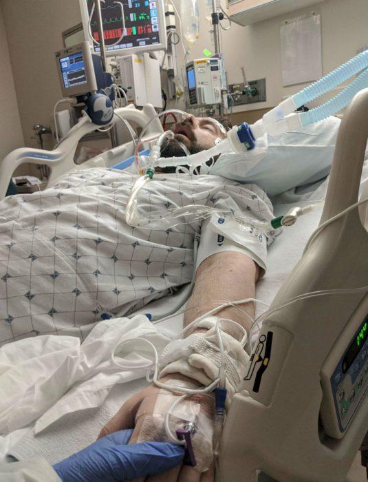 Ник Браун в отделении интенсивной терапии