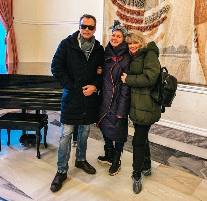 Виктория Левкина с родителями