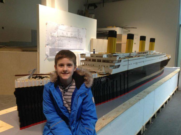 Бріньяр Карл Біргіссон зі своїм Титаніком з LEGO