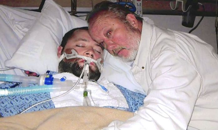 Джордж Пікерінг з вмираючим сином