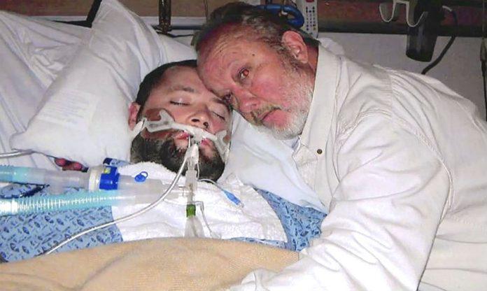 Джордж Пикеринг с умирающим сыном