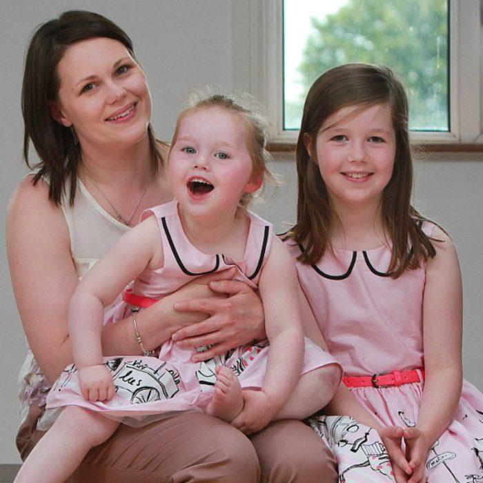Аліса Лоусон з мамою і сестрою