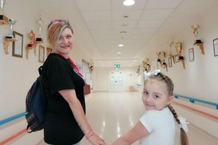 Олена Савіна з донькою Євою