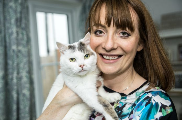 Шарлотта Диксон со своим котом Тео