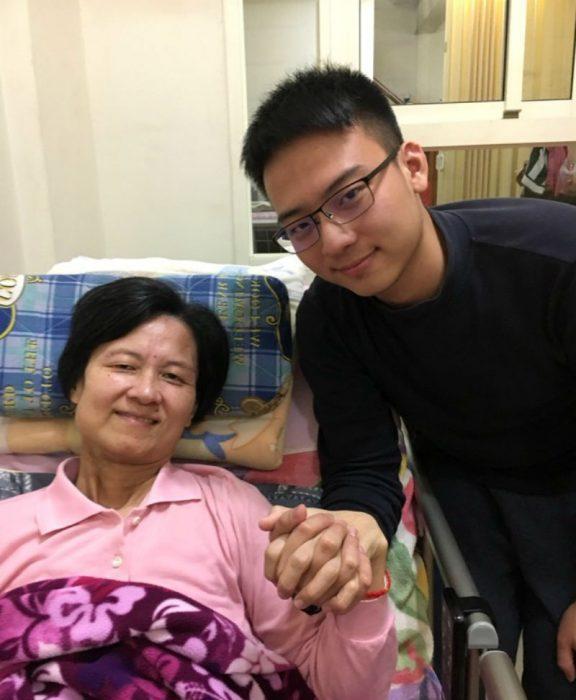 Лю з мамою