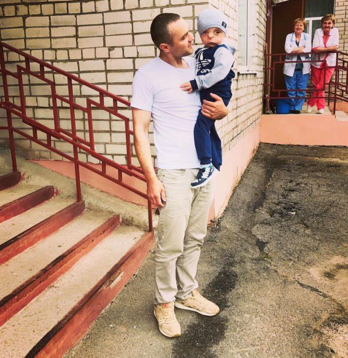 Рустам со своим приемным папой Юрой