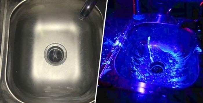 Очищенная раковина при нормальном освещении (слева) и при проверке ее на бактерии (справа)