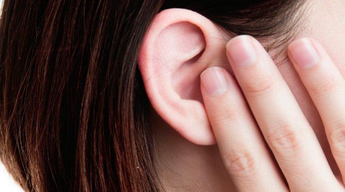 Закрытые пальцами уши
