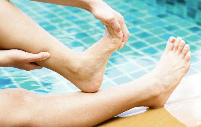 Свело ногу в воде