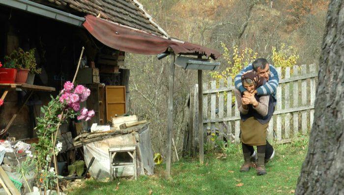 Вот так Олга помогает сыну передвигаться