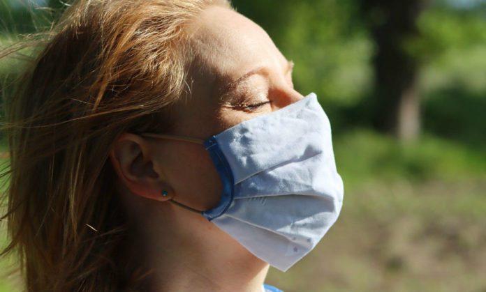 Ношение защитных масок в жару