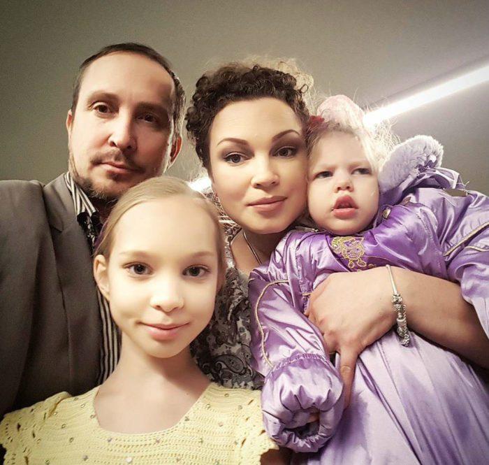 Данко с Натальей и их дочерьми