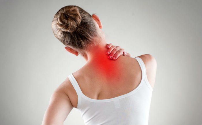 Шейный остеохондроз может быть причиной головной боли
