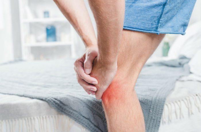 Из-за боли в колене снижается подвижность
