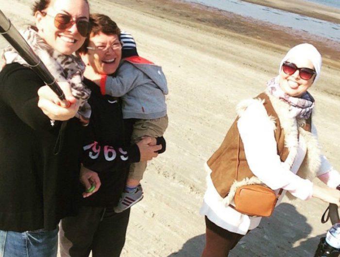 Одно из последних фото певицы — слева направо сестра Жанны Наталья, ее мама с сыном и сама Жанна