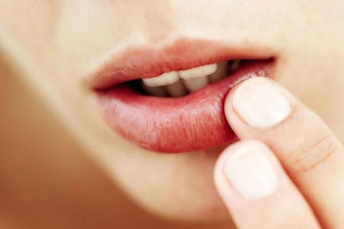 Следите за цветом губ и ногтей