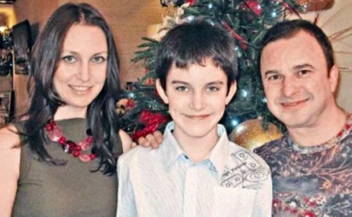 Павел Павлик с родителями Ларисой и Виктором