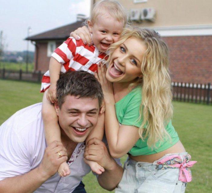 Тина Кароль с мужем Евгением Огиром и их сыном Вениамином