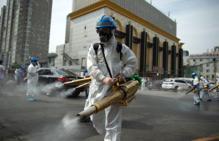 Дезинфекция улиц от коронавируса в Китае