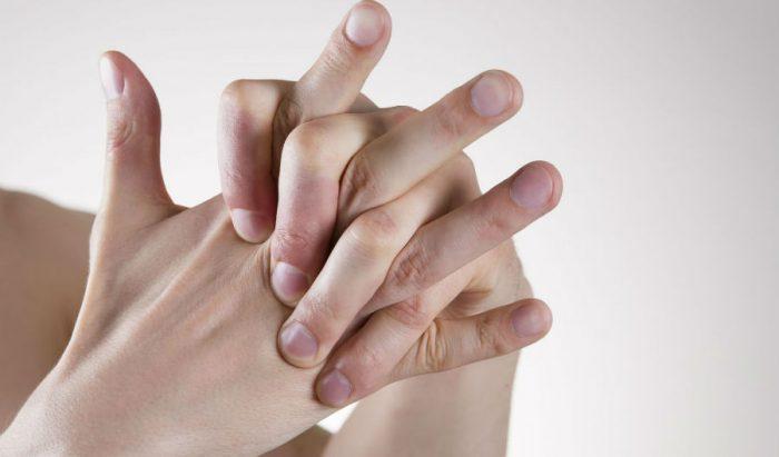 Привычка хрустеть пальцами