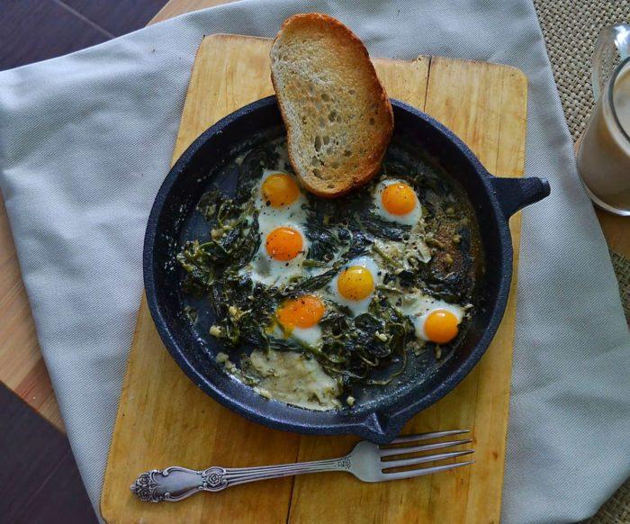 Яйця зі шпинатом