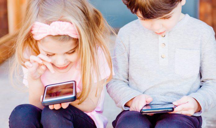 Как смартфоны влияют на детей