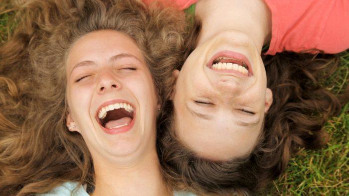 дружній сміх
