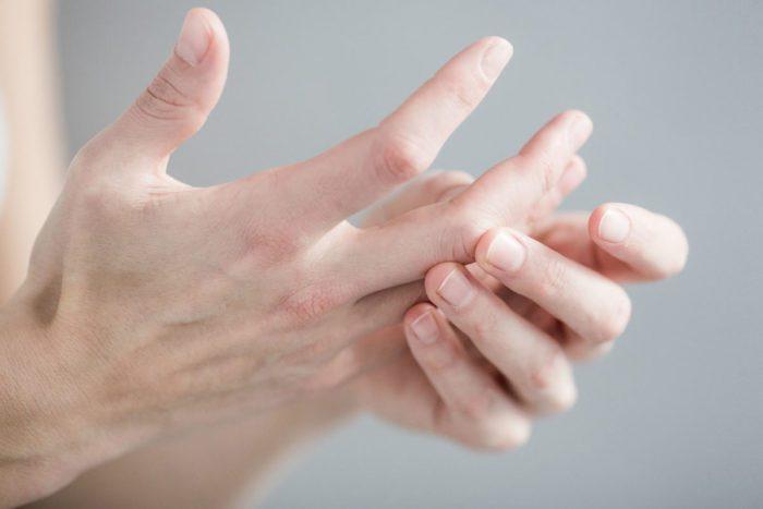 Массаж средних пальцев рук