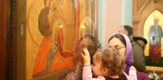 Чи небезпечно цілувати ікони в церкви