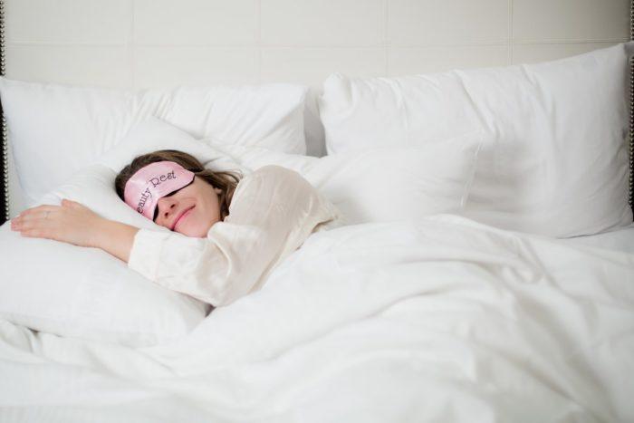 По уровню комфорта со сном на кровати не сравнится никакая другая мебель
