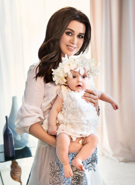 Заворотнюк заболела после родов младшей дочки Милы