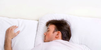 Небезпечні пози для сну