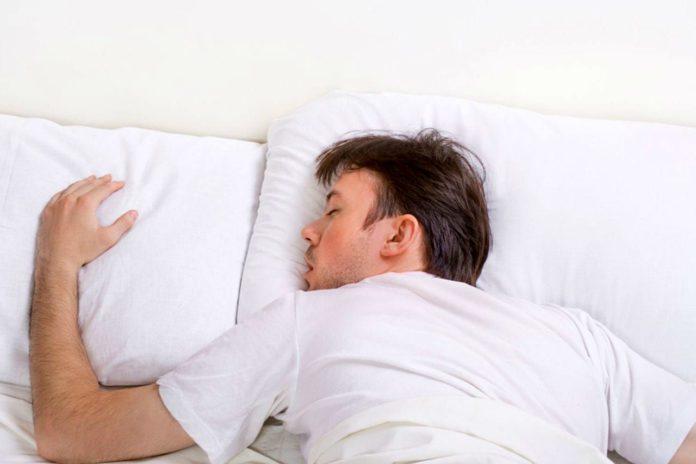 Опасные позы для сна