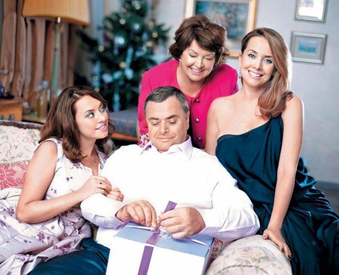 Семья Жанны Фриске — сестра Наталья, отец Владимир, мать Ольга и сама певица