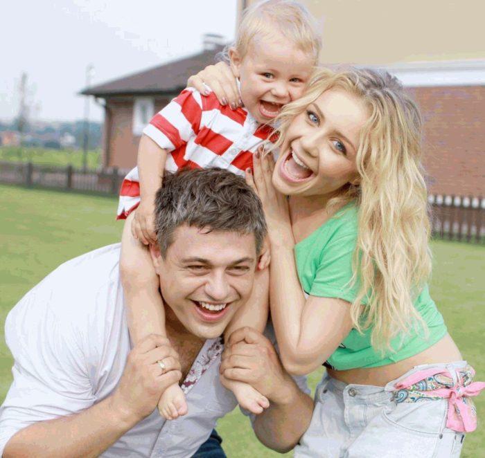 Счастливое семейное фото Тины Кароль с мужем и сыном