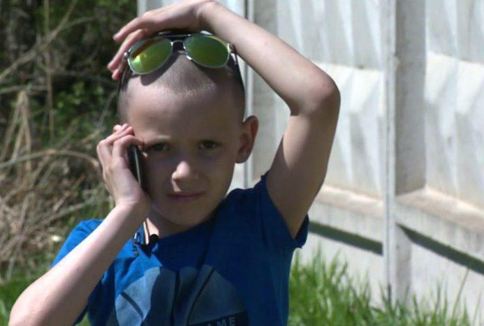 Максим следовал инструкциям мамы, которая диктовала ему их по телефону