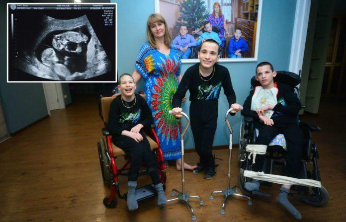 Екатерина Аронова с сыновьями