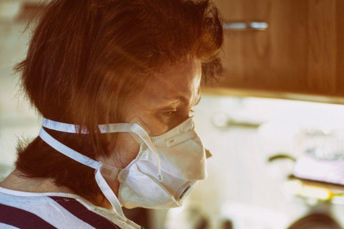 Женщина не может вылечиться от коронавируса на протяжении 4 месяцев