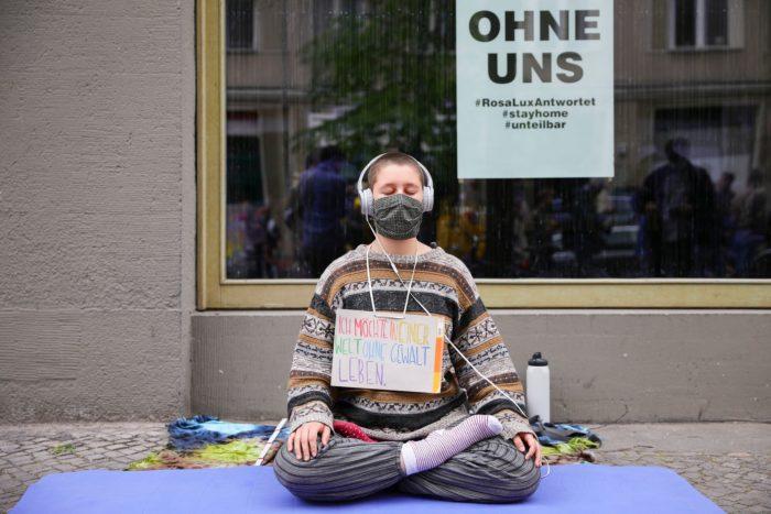 Протестующая против карантинных ограничений