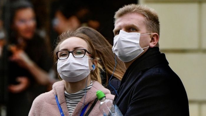 Маска лучше защищает от коронавируса