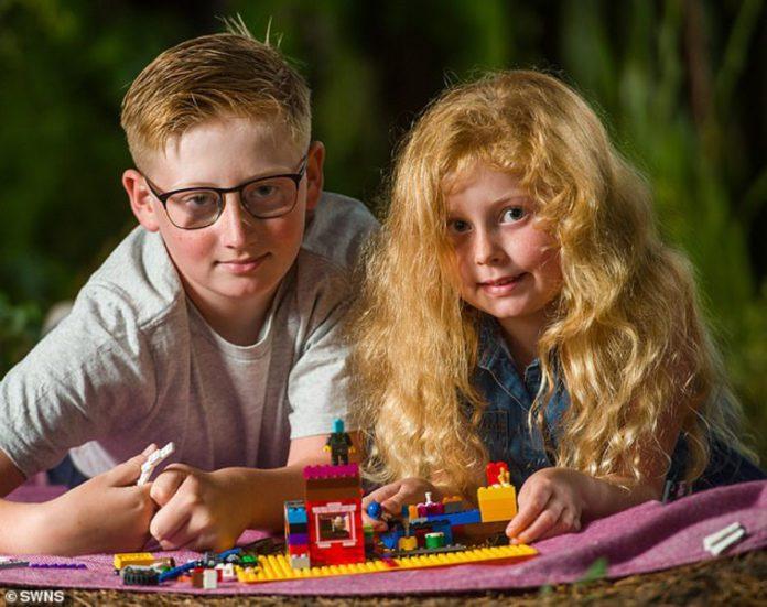 Харрисон и его сестренка Ева