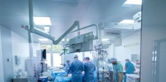 Команда врачей, сражавшихся за жизнь пациентки