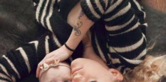 Анастасия со своей 2-летней дочкой