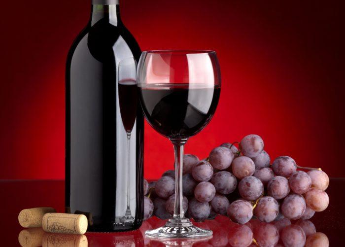 Виноград і червоне вино