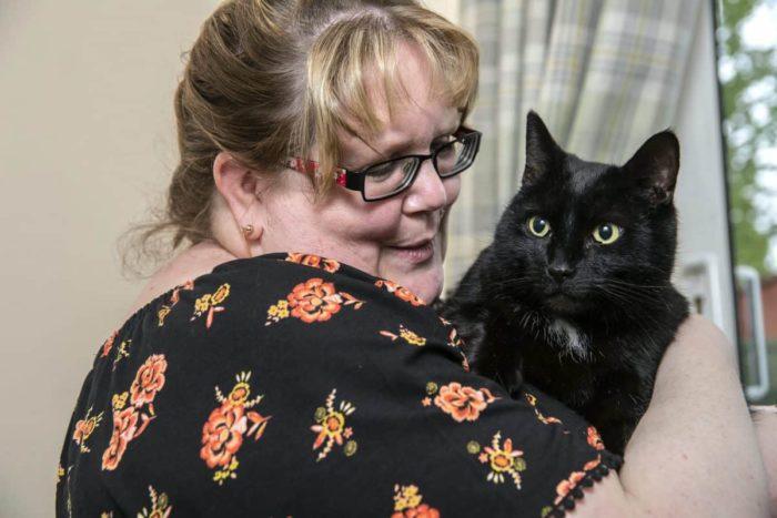 Кот і його вдячна господиня