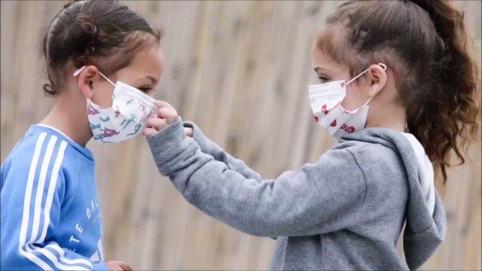 Убедите детей, что маски нужно носить