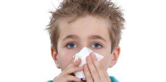 Як правильно зупинити кров з носа у дитини