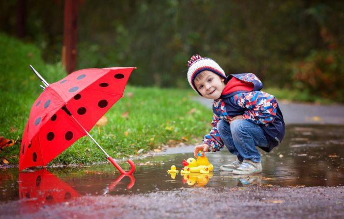 Ребёнок осенью